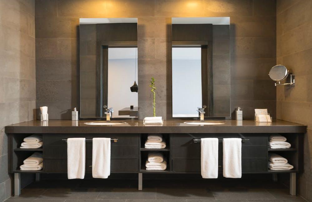 Zwart sanitair in de badkamer